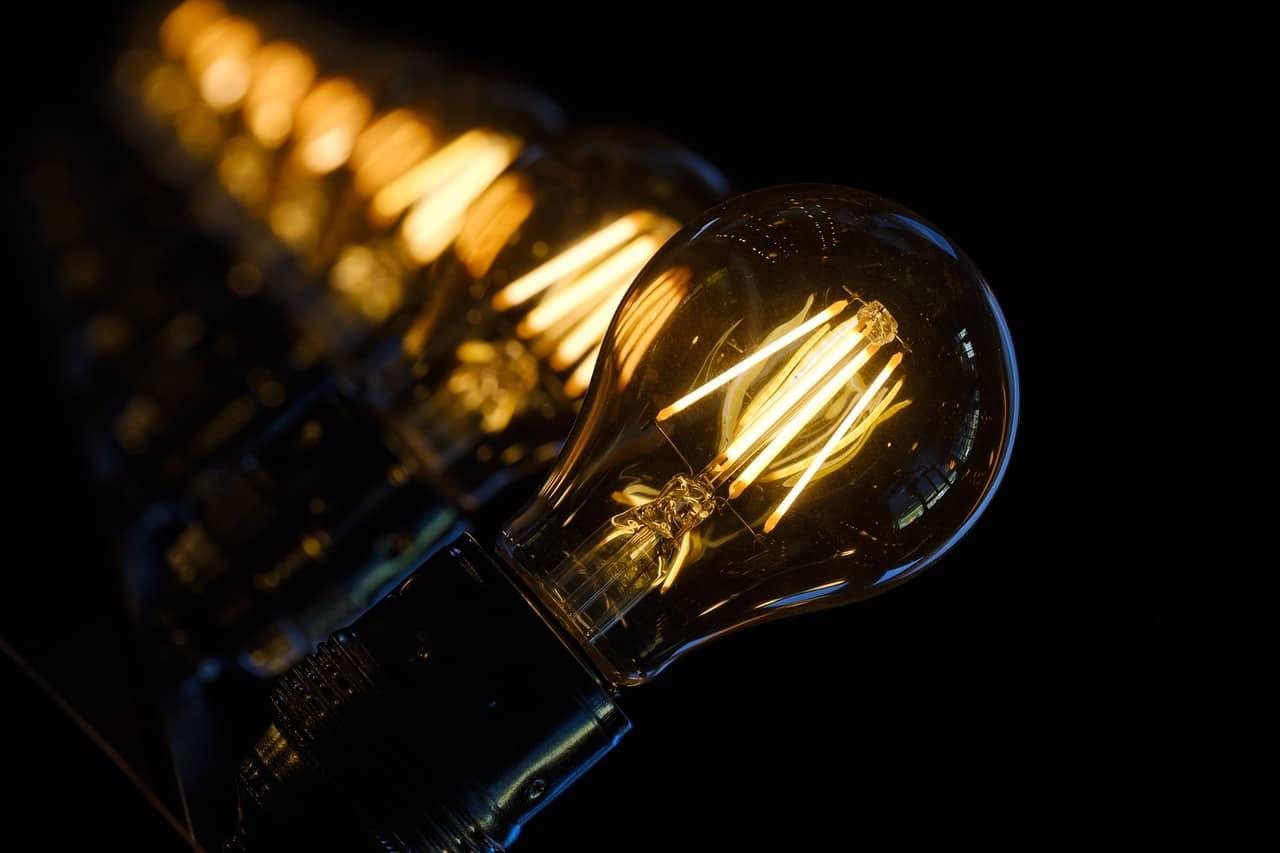 Jak ušetřit za elektřinu? 22 tipů, které ulehčí vaší peněžence