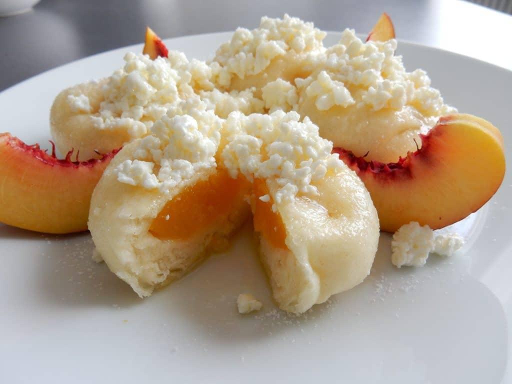 kynute-knedliky-plnene-sezonnim-ovocem