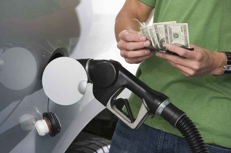 Jak snížit spotřebu benzínu? 3 rady s okamžitým účinkem